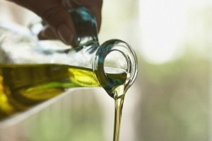 olive_oil_pouring_1